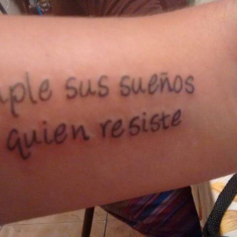 tatuaje de cumple sus sueños el que resiste en la vida
