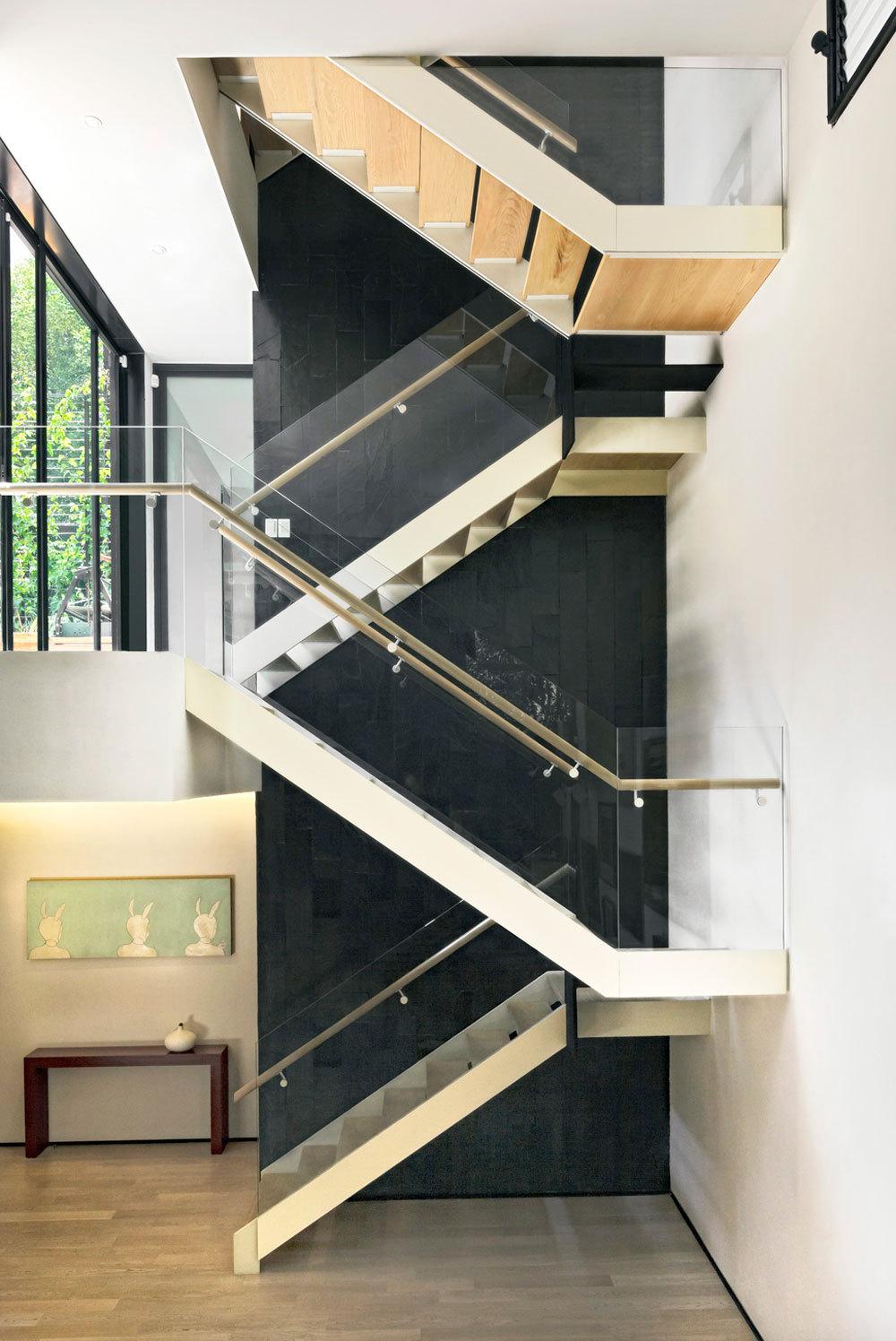 Casa cormanca arquitectura sostenible para la ciudad de for Gradas interiores