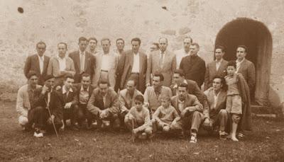 Todos los componentes del torneo y algunos aficionados, párroco incluido en 1956
