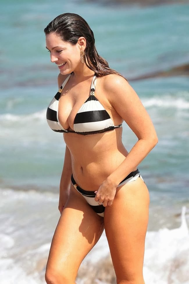 Kelly Brook Luciendo Cuerpazo En Las Playas De Miami. Foto 1