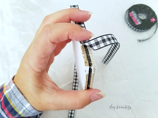 cover edges with ribbon