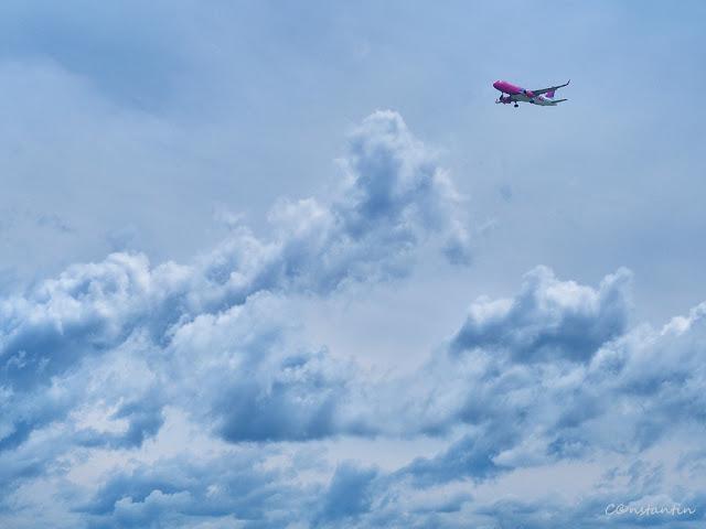 Avioane - Prezenţa norilor în astfel de cadre poate sã ofere profunzime fotografiei - blog FOTO-IDEEA