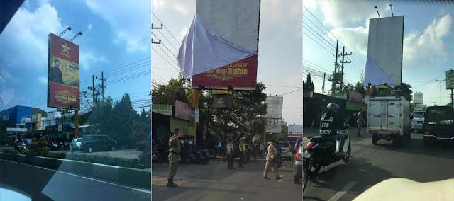 """Spanduk """"Red Army"""" Peni Suparto Akhirnya diturukan oleh Satpol PP, TNI, Lantas Kota Malang"""