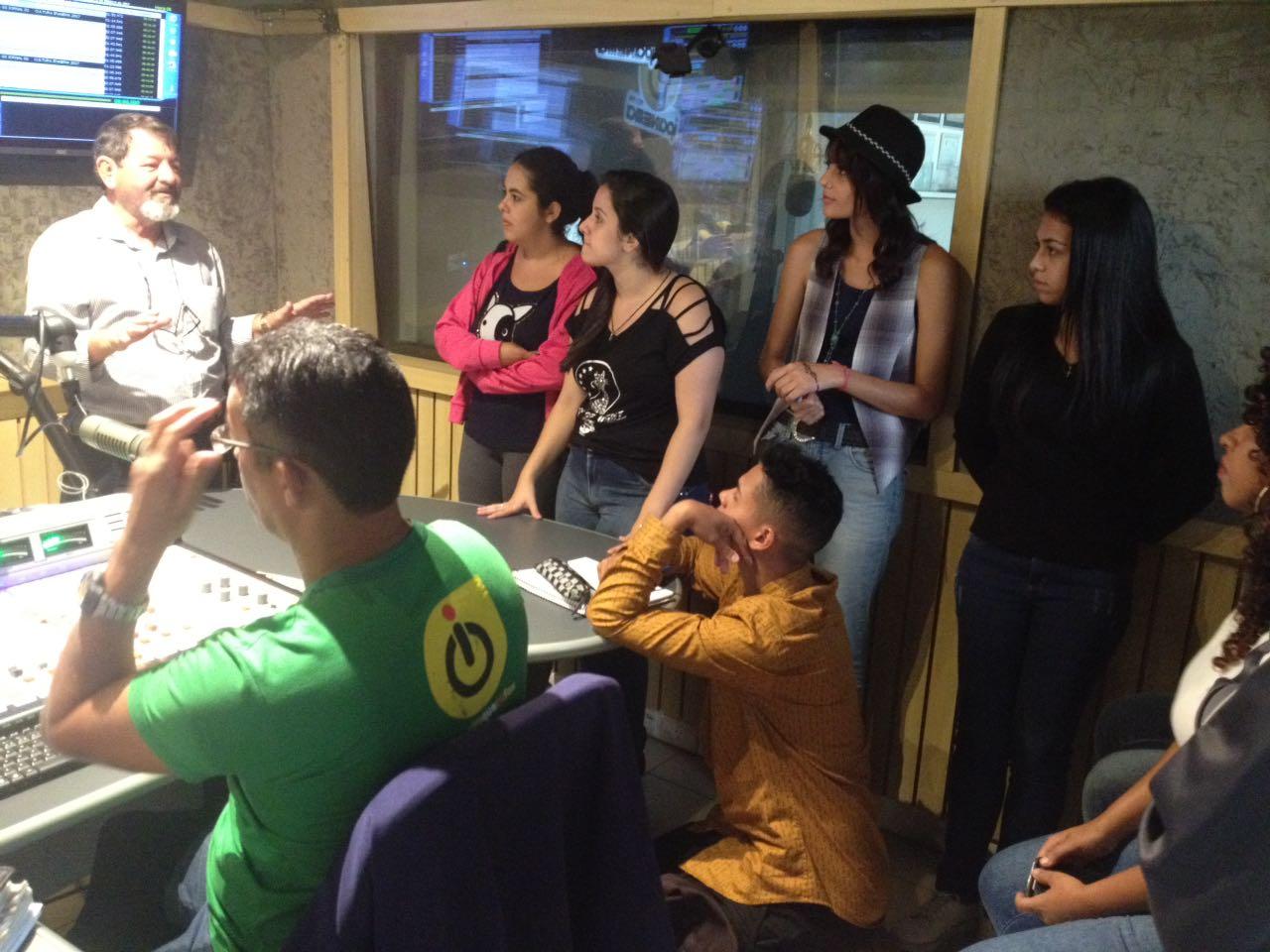 Os alunos do terceiro semestre do curso de Jornalismo da Universidade de  Sorocaba (Uniso) tiveram a oportunidade de conhecer a sede da rádio e  jornal ... 17a70ac406bea