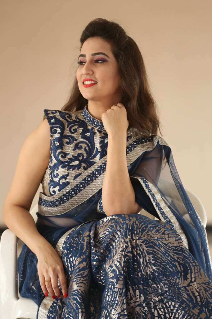 Glamorous Anchor Manjusha Back Show Images In Blue Saree