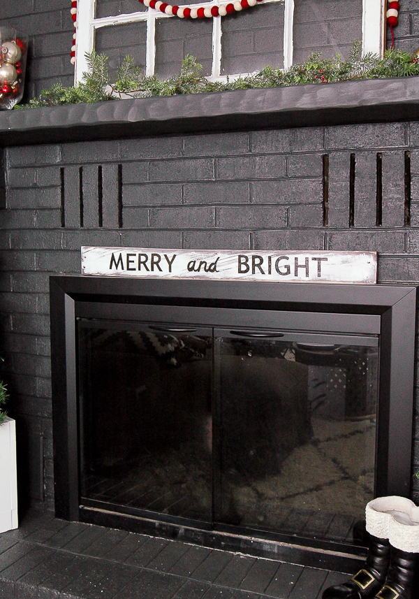 DIY Merry and Bright Pallet Sign