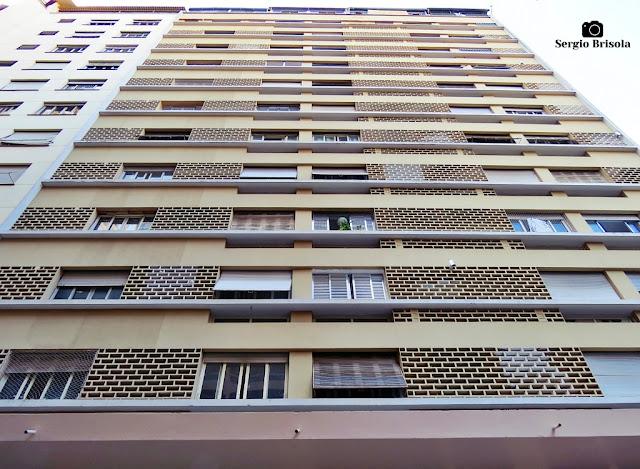Perspectiva inferior da fachada do Edifício Viaduto Jacareí - Bela Vista - São Paulo