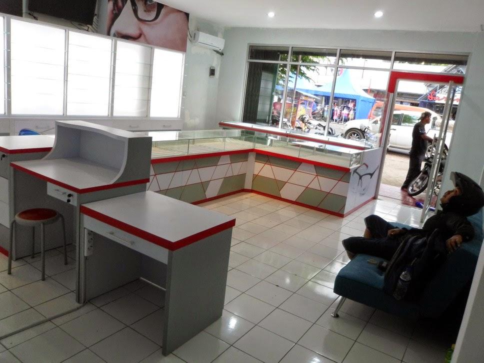 display toko kacamata - Semarang