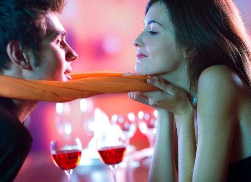 Девушка пристает к мужчине, секс красивых девушек в халатах