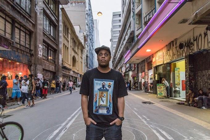 """Kamau celebra 10 anos de """"Non Ducor Duco"""" com show em São Paulo"""