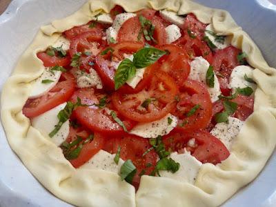 "alt=""tarte à la tomate et mozzarella"""