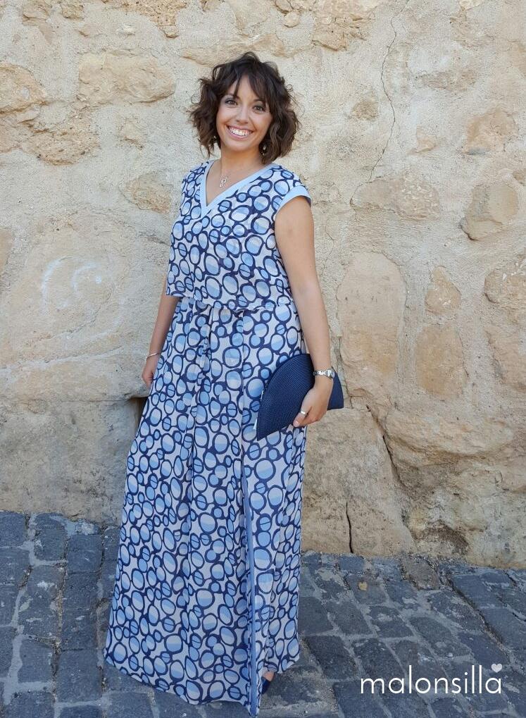 alba de boda con bolso abanico azul navy
