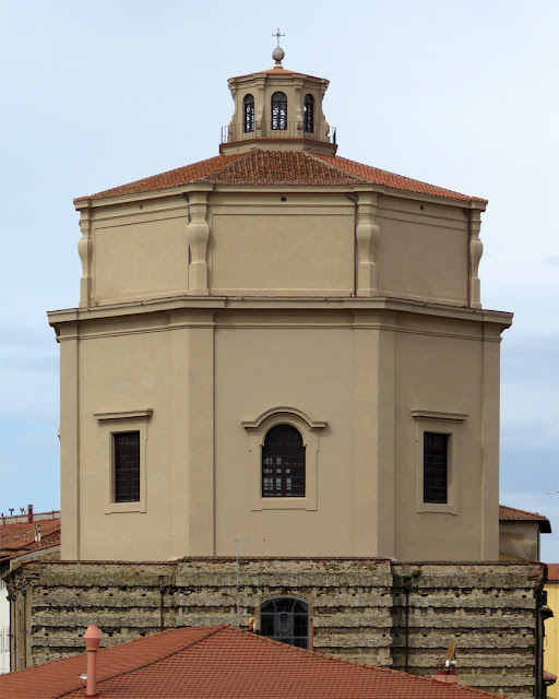 The curious dome of Saint Catherine, Piazza dei Domenicani, Livorno
