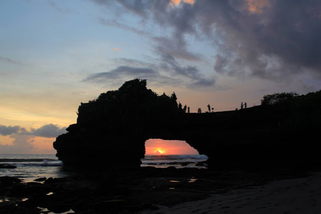 sunset indah di tanah lot