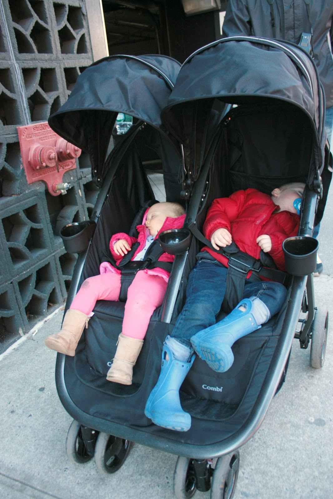 plg loves combi fold 39 n go double stroller the pretty life girls. Black Bedroom Furniture Sets. Home Design Ideas