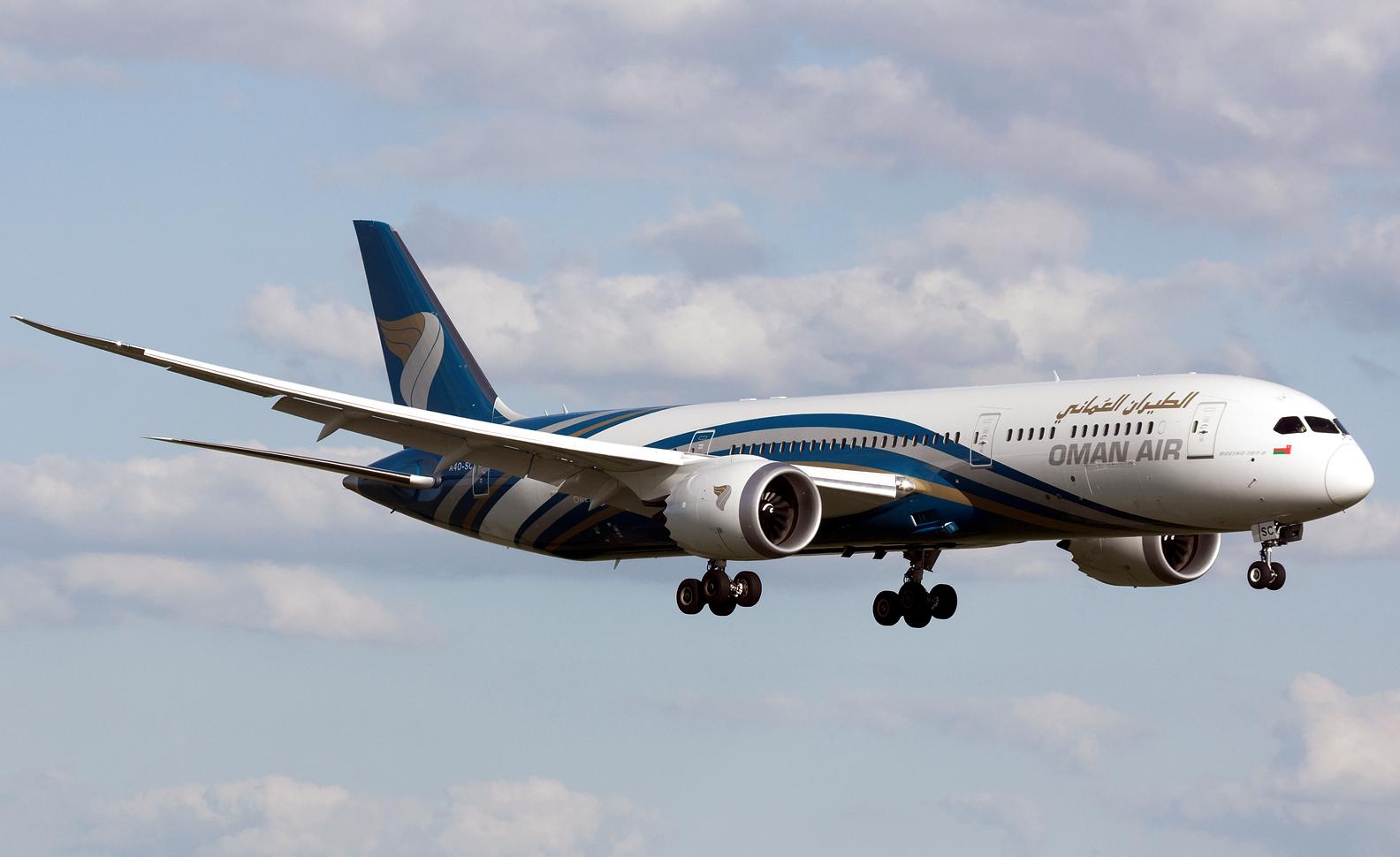 Oman Air Boeing 787-9 Dreamliner Apprroaching Landing
