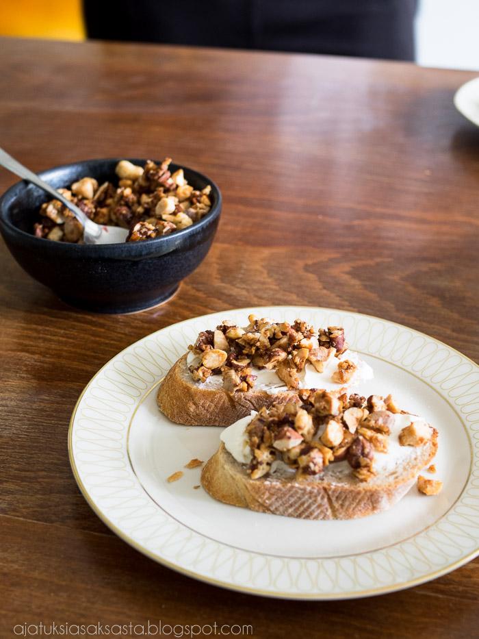 naposteltava, alkupala, jälkiruoka, karamellisoidut pähkinät