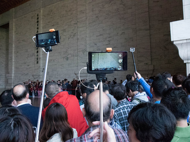 Good Selfie Sticks That Gained Immense Popularity in 2015