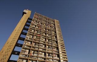 Picture of Trellick Tower by Ernő Goldfinger from ground floor up