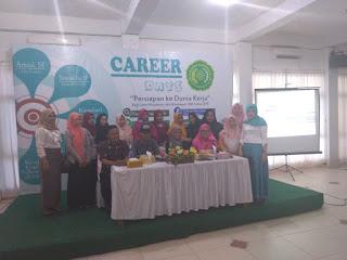 Belajar Presentasi di hadapan 200-an calon Wisudawan Universitas Muhammadiyah Kendari