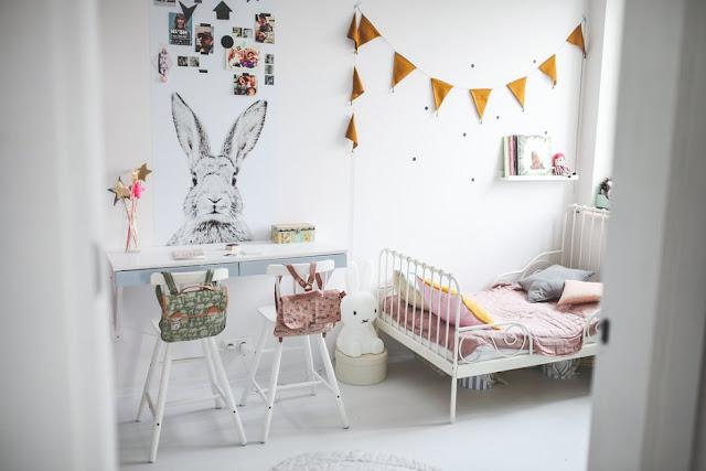 Pologne / Une chambre pour 3 petites filles /