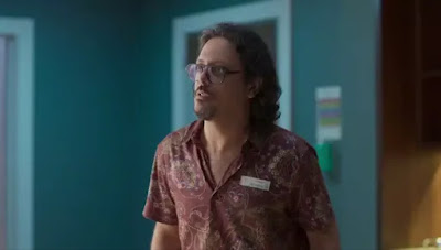 Mario (Lucio Mauro Filho) corre para pedir ajuda — Foto: Globo