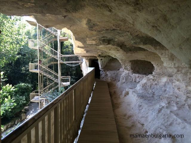 Primer nivel del monasterio de Aladzha