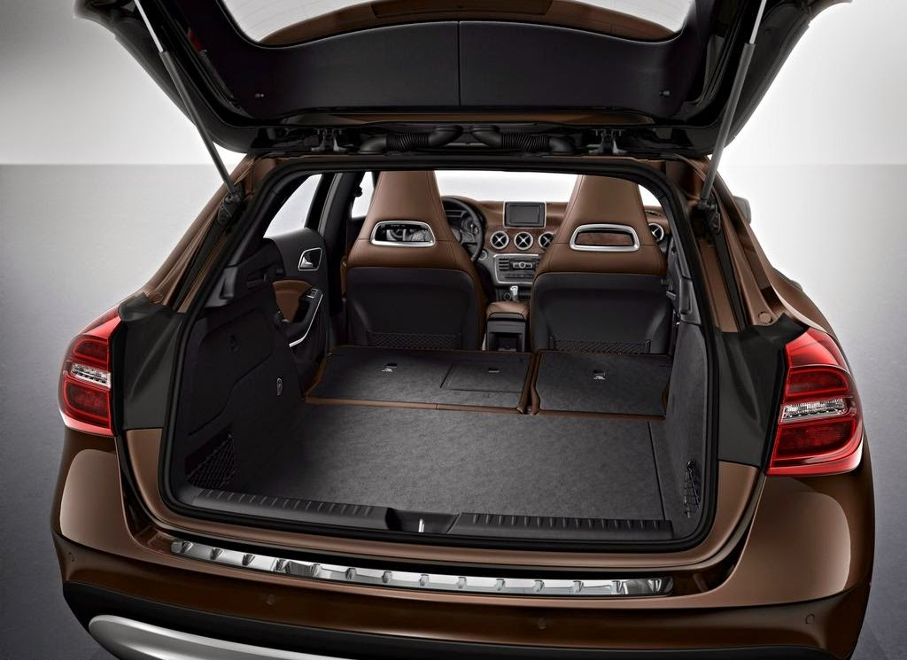cockpit autom vel conte dos auto ensaio mercedes benz gla 200 cdi my 2014. Black Bedroom Furniture Sets. Home Design Ideas