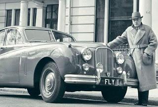 Lord Brabazon con otra de sus pasiones, los coches