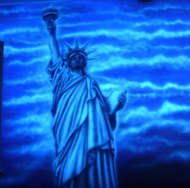 Malowanie obrazów luminescencyjnych, mural uv cena, obraz świecący w ciemności cennik