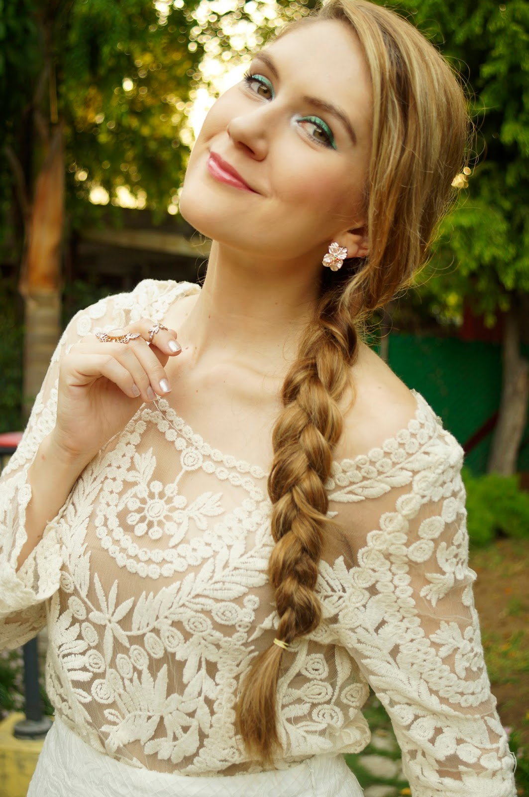 Pretty Spring Hairstyle and Makeup
