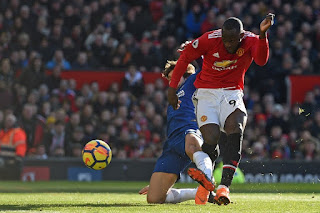 Manchester United Defeat Chelsea 2-1