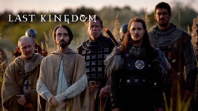 Uhtred, convive com Alfredo, o Rei de Wessex. Uhtred é um pagão que construiu sua fé na mitologia nórdica.