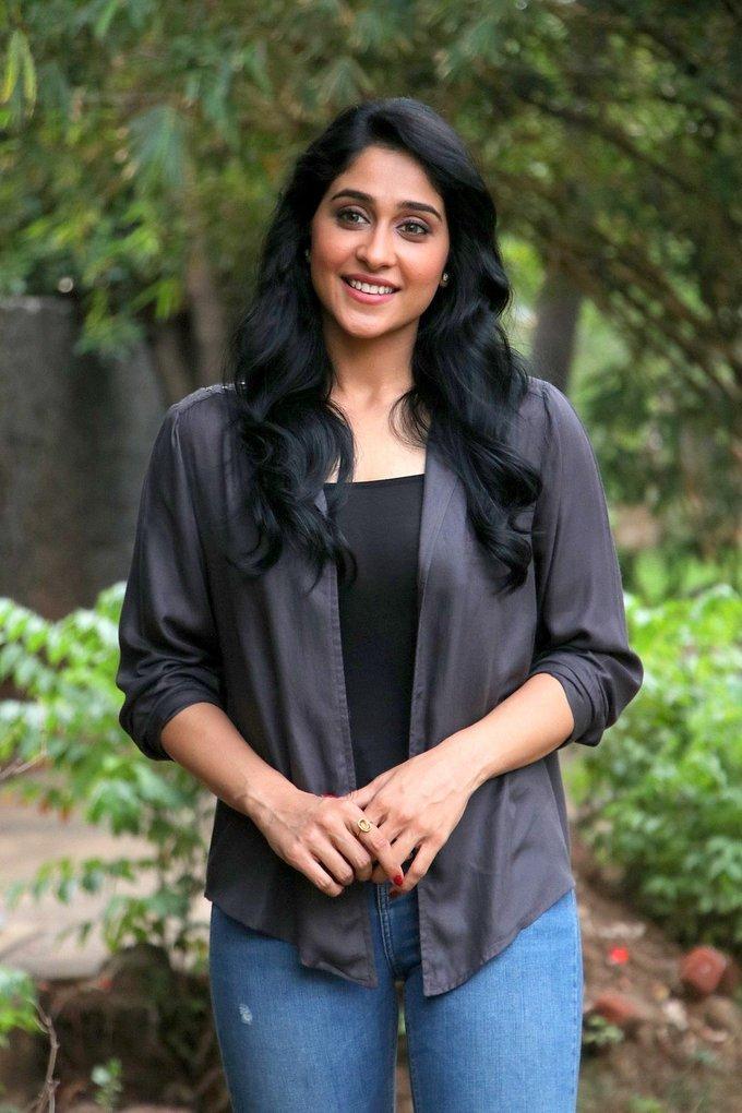 Regina Cassandra at Gemini Ganeshanum Suruli Raajanum Movie Press Show Pics