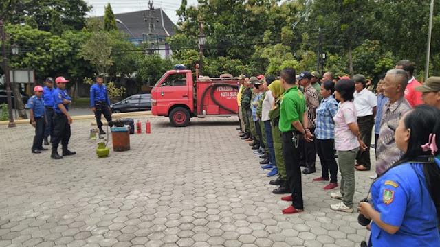 Batuud Koramil 04 Jebres memberikan penyuluhan Pencegahan Bencana Kebakaran