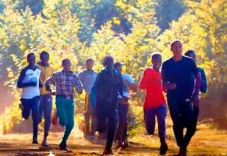 Situada en una de las áreas rurales más pobres de Etiopía a casi tres mil metros de altura, la localidad de casi 17.000 habitantes vio nacer o formó a grandes atletas especializados en carreras de larga distancia como los hermanos Kenenisa y Tariku Bekele, las hermanas Ejegayehu y Tirunesh Dibaba, Fatuma Roba o Derartu Tulu.