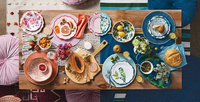 stół w kolorach różu i turkusu