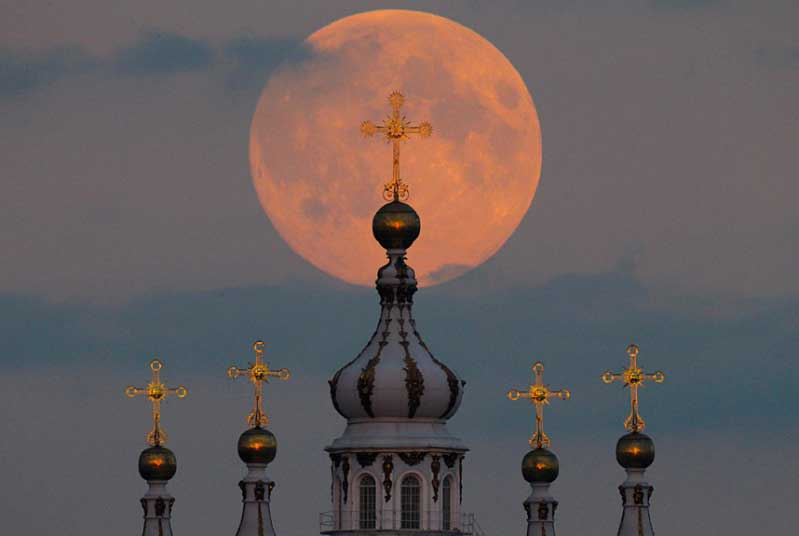 http://www.newsledge.com/supermoon-lights-sky-8-incredible-images-around-world-9410