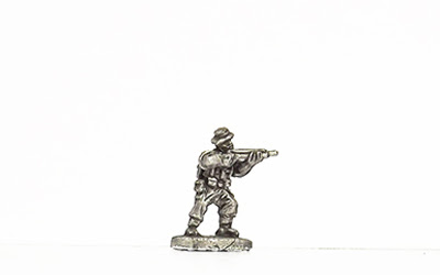 KBR2   Tropical kit, standing, firing rifle