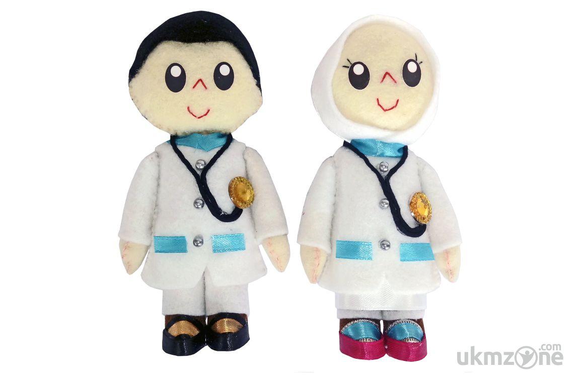 Souvenir suvenir boneka wisuda boneka profesi AA Collection UMKM UKM IKM Depok - UKM Zone