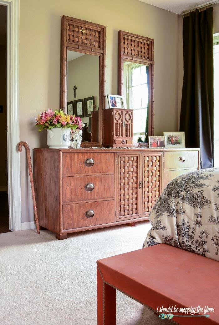 1970s Dresser