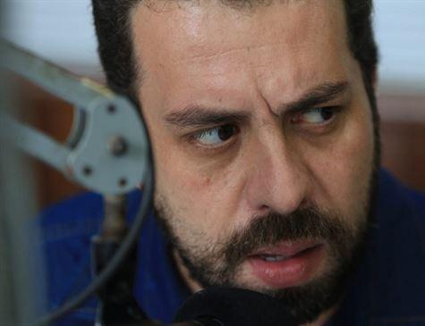 'Reconhecemos o resultado da eleição, não somos Aécio', diz Boulos na Paulista