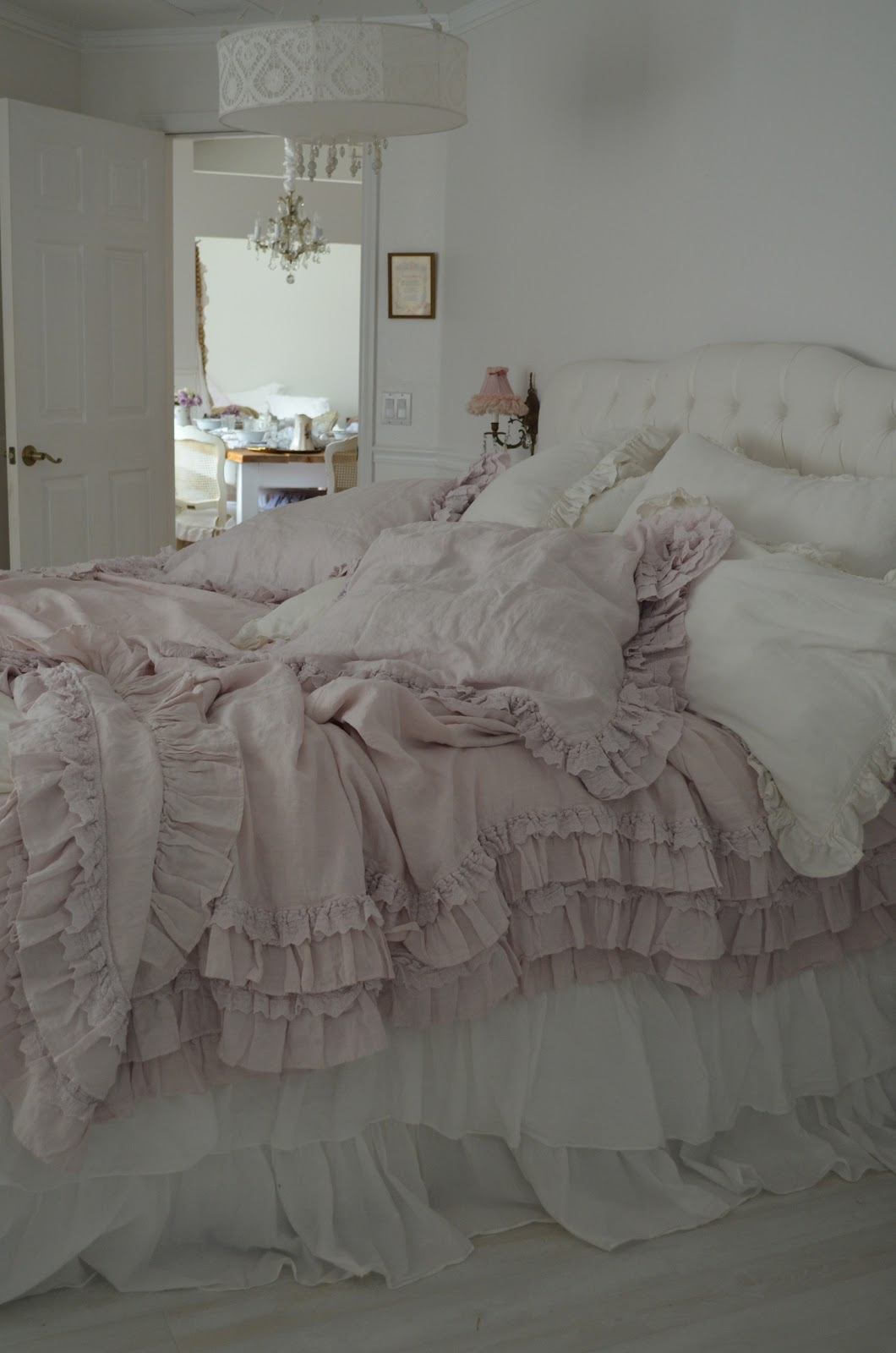 simply me its here the rachel ashwell petticoat bedding in pink. Black Bedroom Furniture Sets. Home Design Ideas