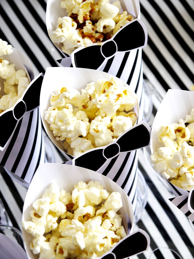 Oscars Viewing Party Ideas | DIY Popcorn Bar & Printables - BirdsParty.com