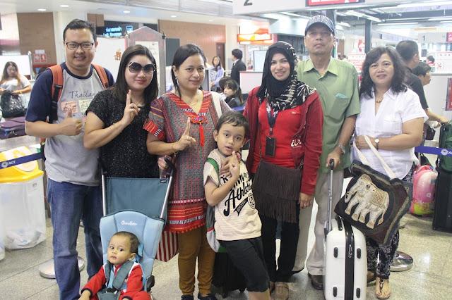Foto bersama di Don Mueang Airport Bangkok