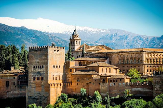 10 cung điện Hoàng gia đẹp nhất thế giới