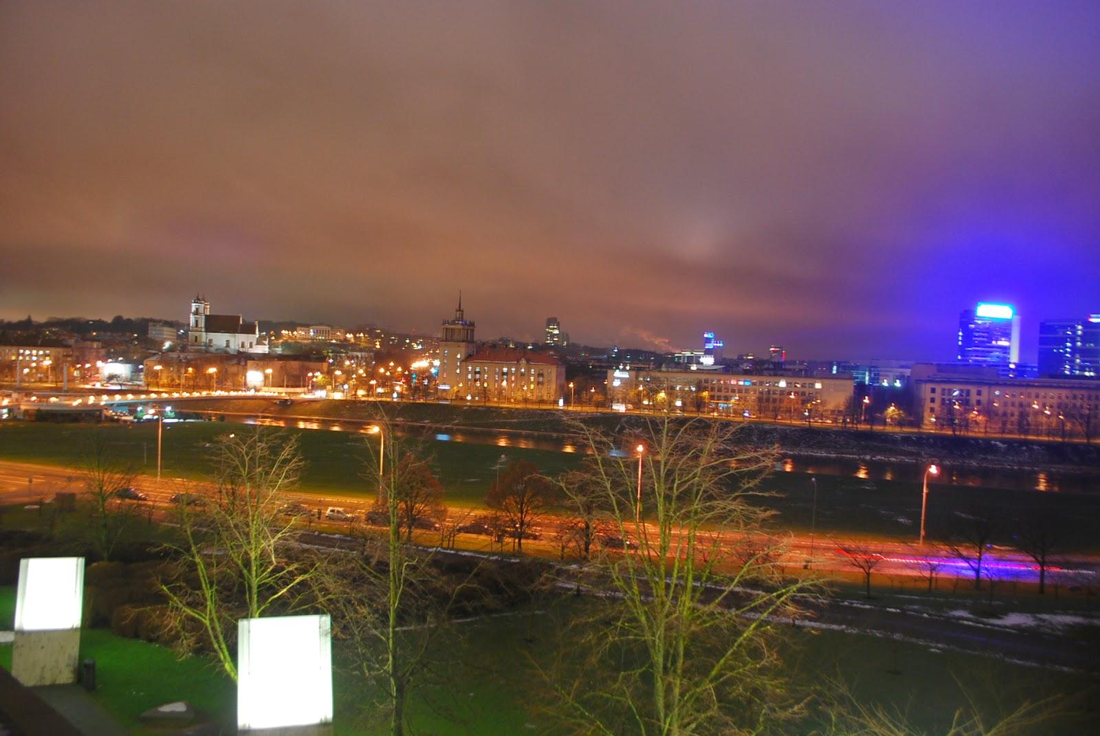Вид со сквера у Сведбанка. Vilnius at night, Lithuania.