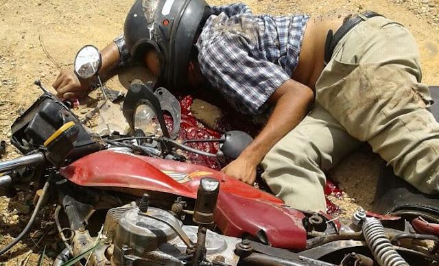 Motociclista morre em acidente violento de moto com caçamba na BR 364