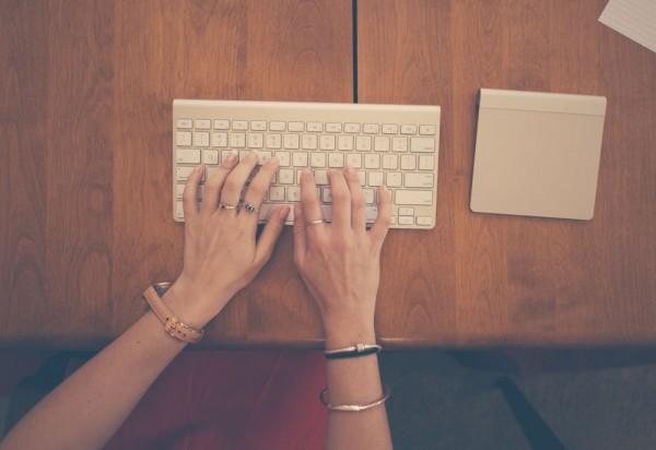 escribiendo email