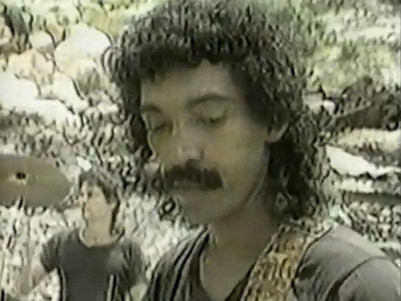 Monte de Espuma - ¨Ese hombre está loco¨ - Videoclip. Portal Del Vídeo Clip Cubano - 07